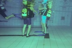 Dit doen we dus niet meer in de opleiding. Geen bodemcontact, zonde van de zwembad tegels.